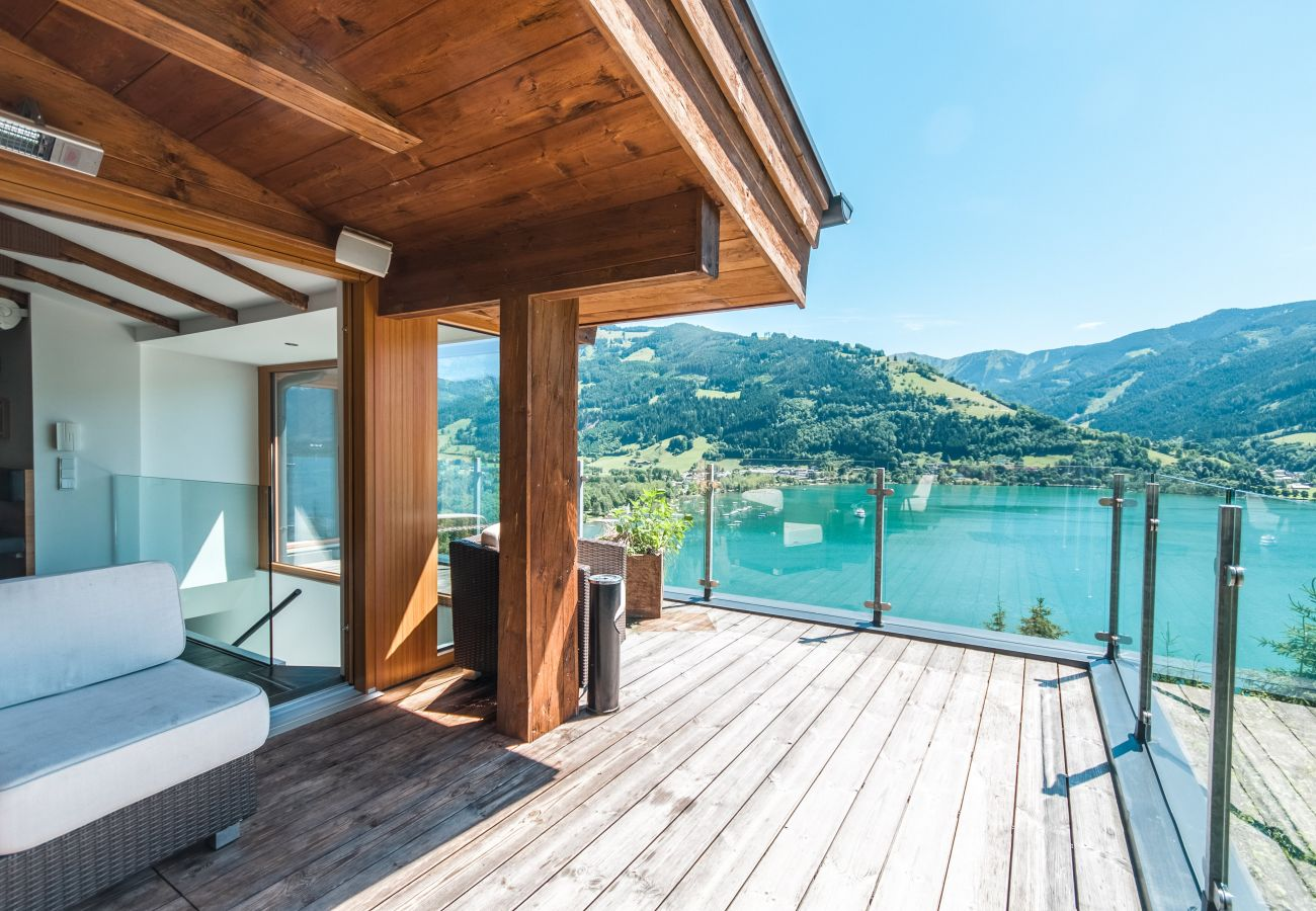 Hideaway holiday home in Zell am See with a fantastic view of Lake Zell | Chalet Max Panorama by we rent
